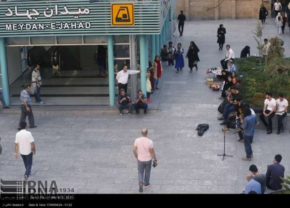 عزف الموسيقى في محطات مترو الانفاق بطهران17