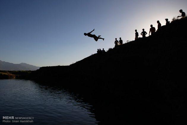 برك الماء ملاذ شباب همدان الايرانية في الصيف