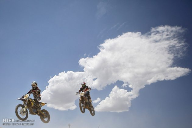 """سباق """"موتوركروس"""" في ايران"""