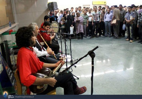 عزف الموسيقى في محطات مترو الانفاق بطهران4