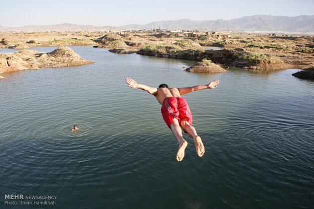 برك الماء ملاذ شباب همدان الايرانية في الصيف4