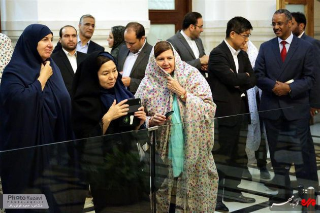 العتبة الرضوية تستضيف السفراء الاجانب لدى طهران 5