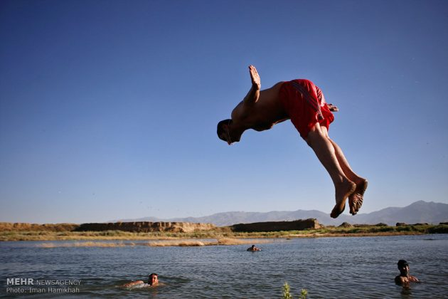 برك الماء ملاذ شباب همدان الايرانية في الصيف6