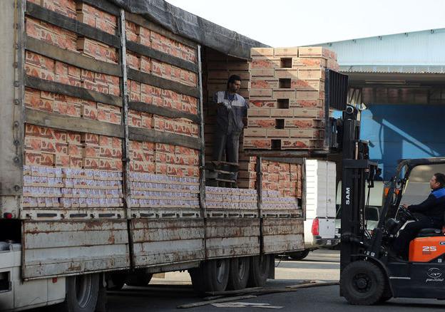 ايران تصدر أول شحنة من المواد الغذائیة إلی الموصل