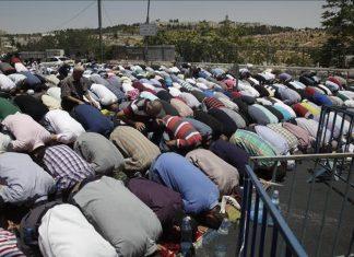 بازداشت مفتی قدس بعد از برگزاری نماز جمعه فلسطنیان در خیابان