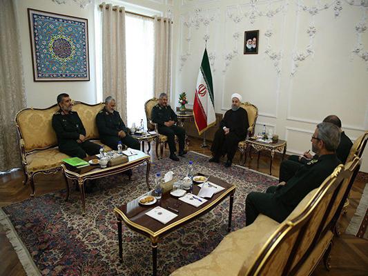 الرئيس الايراني يستقبل كبار قادة الحرس الثوري