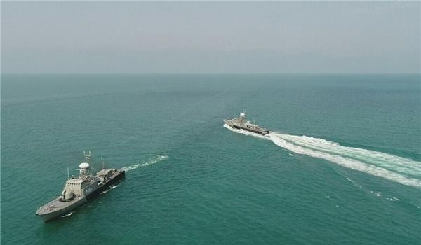 رسو سفينتان تابعتان لبحرية الجيش الايراني بميناء صلالة العماني