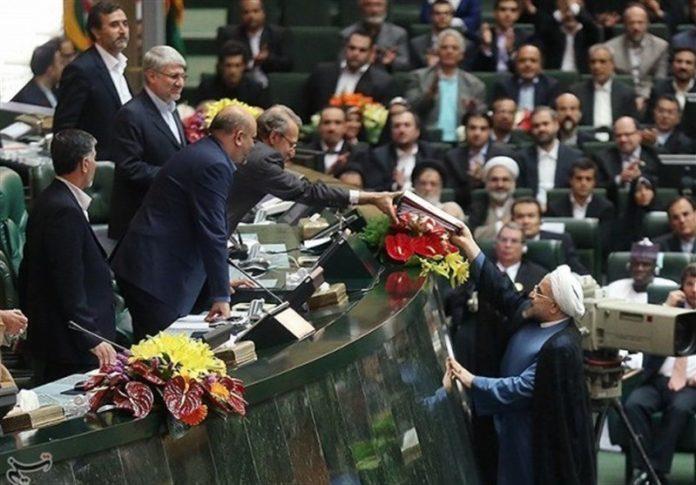 توقعات .. روحاني يقدم أعضاء الحكومة للبرلمان الايراني الثلاثاء المقبل