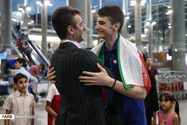 عودة منتخب ناشئة ايران بعد تتويجه ببطولة العالم للكرة الطائرة14
