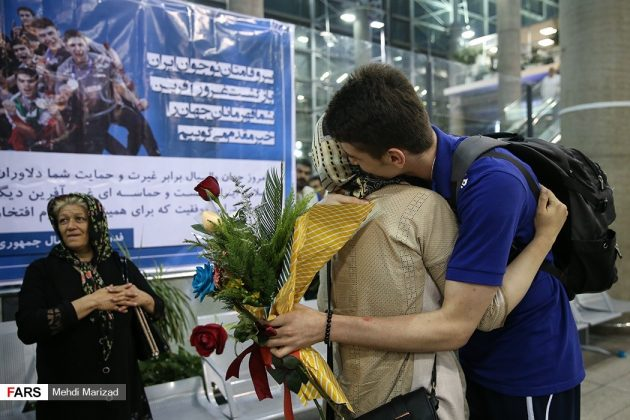 عودة منتخب ناشئة ايران بعد تتويجه ببطولة العالم للكرة الطائرة2