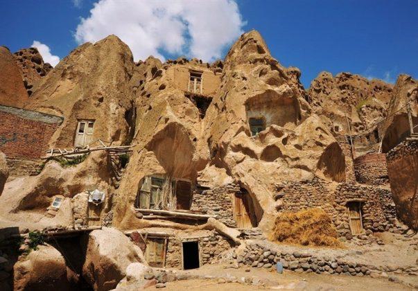 """قرية """"كندوان"""" تحفة منحوتة بين الصخور 6"""