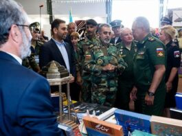 Russian DM Visits Iran's Cultural Pavilion in Moscow
