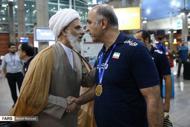 عودة منتخب ناشئة ايران بعد تتويجه ببطولة العالم للكرة الطائرة9