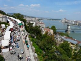 Iranian Crafts Put on Display in Hungarian Festival