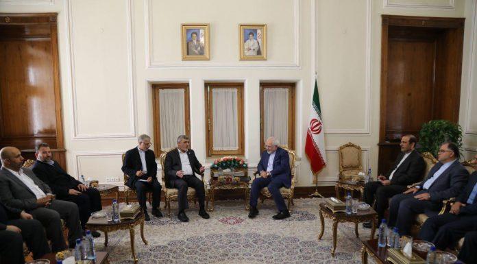 ظريف يلتقي وفدا من حماس و يؤكد دعم القضية الفلسطينية