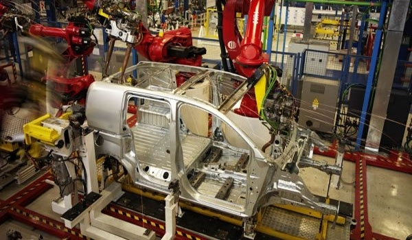 ايران تعتزم صناعة السيارات الكهربائية والهجينة حتى 2020