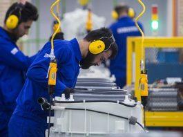 ايران .. تخصص 1.5 مليار دولار لدعم فرص العمل بالارياف