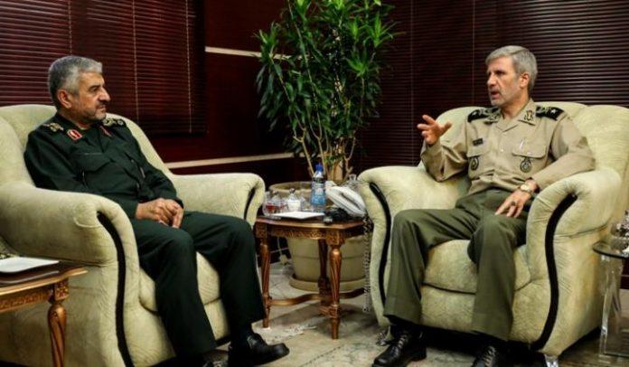 وزير الدفاع وقائد الحرس الايرانيان يبحثان تطوير القدرات العسكرية