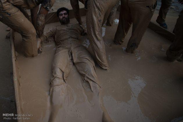 """مراسم """"التلطخ بالطين"""" يوم عاشوراء في لرستان الايرانية11"""