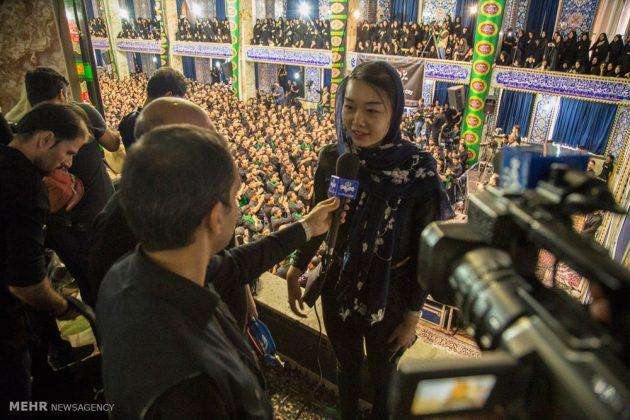 السياح الأجانب في مدينة يزد يحضرون مراسم العزاء الحسينية 13
