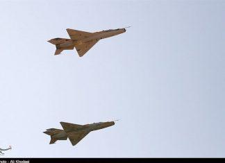 """مقاتلات """"أف 7"""" الايرانية تستخدم قنابل ذكية في مناورات جوية"""