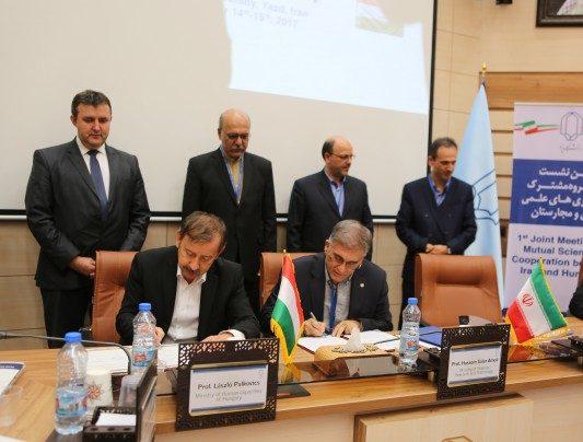 Iranian, Hungarian Universities Sign Cooperation Agreement