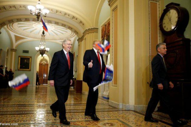 معترض آمریکایی پرچم روسیه را به سمت ترامپ پرتاب کرد!4