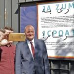 "German Ambassador to Tehran Poses with ""Yes to JCPOA"" Poster"