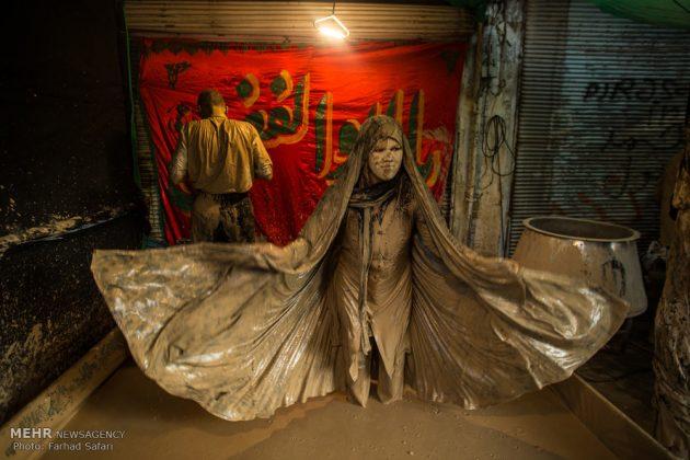 """مراسم """"التلطخ بالطين"""" يوم عاشوراء في لرستان الايرانية8"""