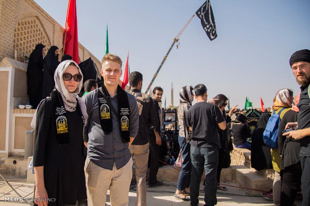 السياح الأجانب في مدينة يزد يحضرون مراسم العزاء الحسينية 8