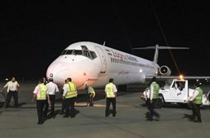 سیارة خاصة لنقل المرضي تصطدم بطائرة فی مطار اهواز