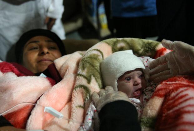 Two Babies Born in Makeshift Hospital amid Iran Earthquake0