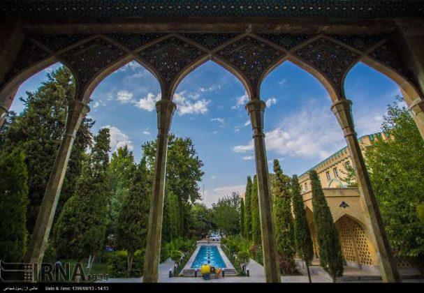 آرامگاه صائب تبریزی در باغ تکیه اصفهان1