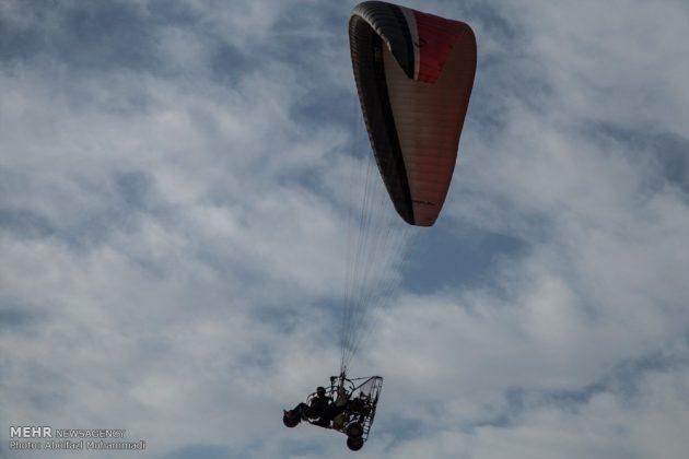 """مهرجان """"الطيران المظلي"""" في مدينة يزد الايرانية 1"""