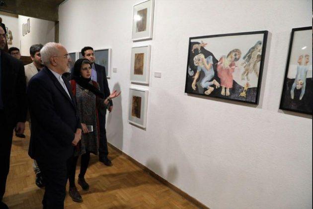 ظریف از نمایشگاه «نیمروز» هنرمندان افغان بازدید کرد1