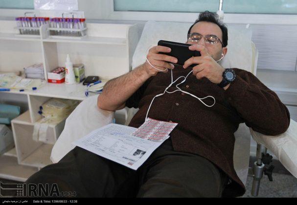صف مردم تهران برای اهدای خون به زلزلهزدگان1