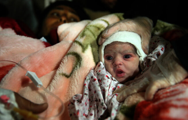 Two Babies Born in Makeshift Hospital amid Iran Earthquake10