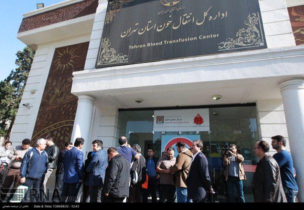 صف مردم تهران برای اهدای خون به زلزلهزدگان11