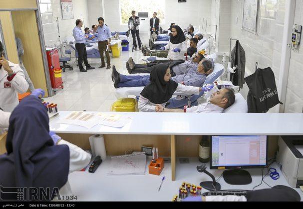 صف مردم تهران برای اهدای خون به زلزلهزدگان12