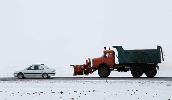 هطول الثلوج وموجة البرد تجتاح 10 محافظات ايرانية