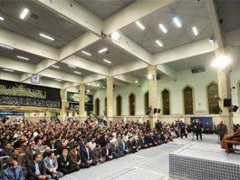 القائد االخامنئي يستقبل الآلاف من الطلبة في يوم مقارعة الاستكبار