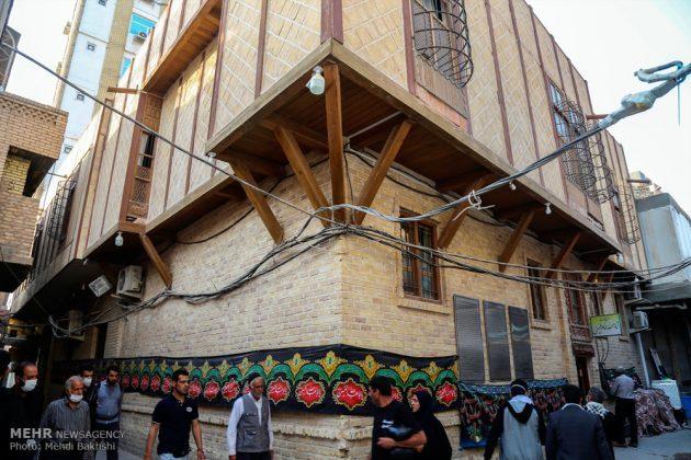 Los peregrinos visitan la casa del imán Jomeini en la Nayaf de Irak14
