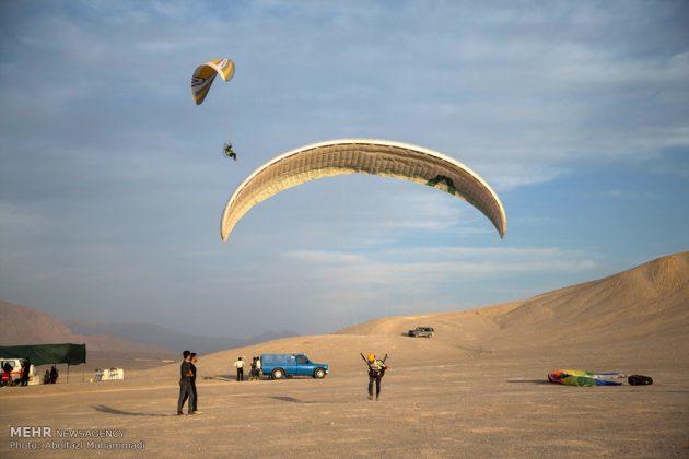 """مهرجان """"الطيران المظلي"""" في مدينة يزد الايرانية 2"""