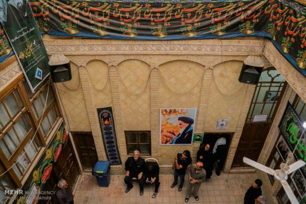 Los peregrinos visitan la casa del imán Jomeini en la Nayaf de Irak2
