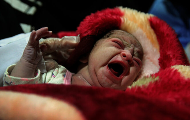Two Babies Born in Makeshift Hospital amid Iran Earthquake4