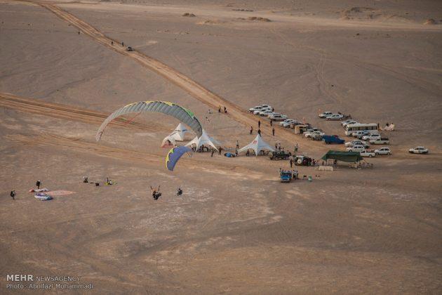 """مهرجان """"الطيران المظلي"""" في مدينة يزد الايرانية 5"""