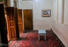 Los peregrinos visitan la casa del imán Jomeini en la Nayaf de Irak6