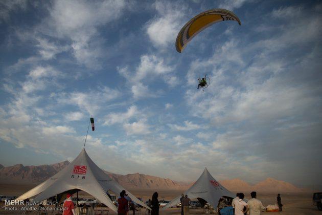 """مهرجان """"الطيران المظلي"""" في مدينة يزد الايرانية 6"""
