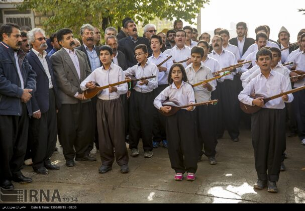 Playing Tanbur; Ancient Ritual in Iranian City of Dalahu7