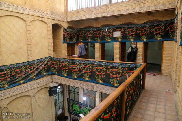 Los peregrinos visitan la casa del imán Jomeini en la Nayaf de Irak8